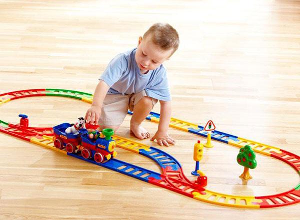 Đồ chơi bé trai lựa chọn phương tiện giao thông