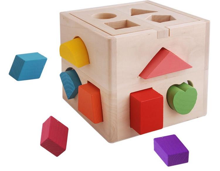 Đồ chơi hình khối làm bằng chất liệu gỗ